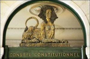 Le sphinx constitutionnel, symbole d'un retour aux valeurs de libertés dans notre Constitution publique. FV